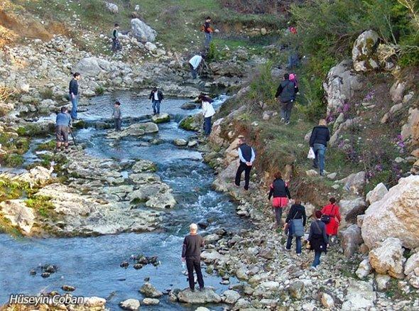 Suyun Peşinde Grubu İnpiri Mağaralarında