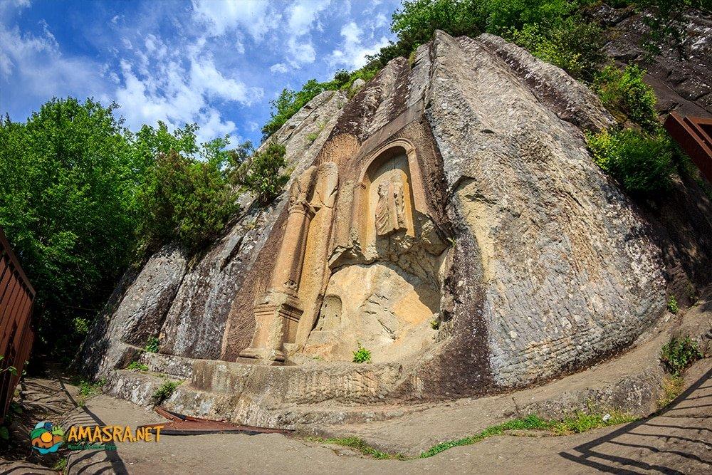 Kuş Kayası Yol Anıtı