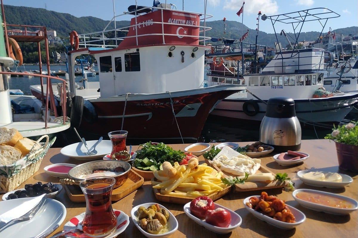 Turgut Reis Kafe